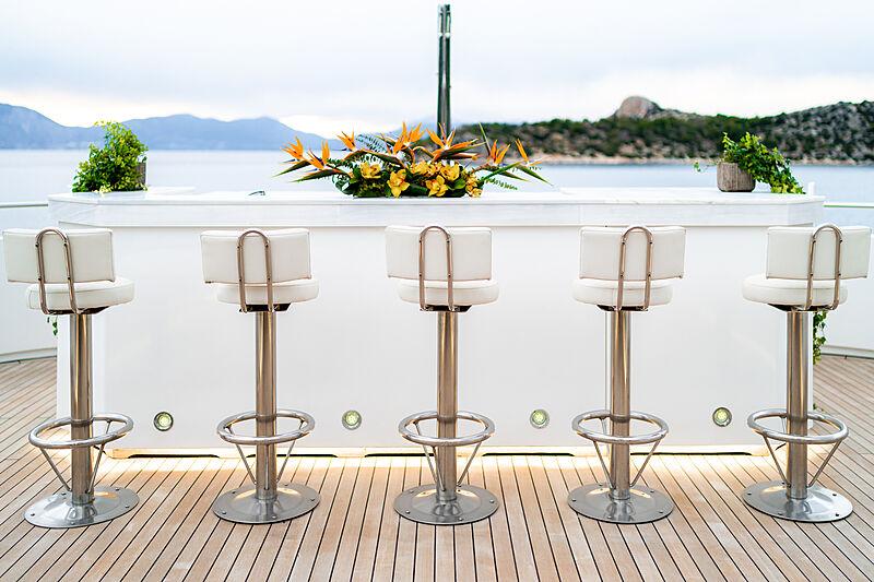 O'Ceanos yacht bar