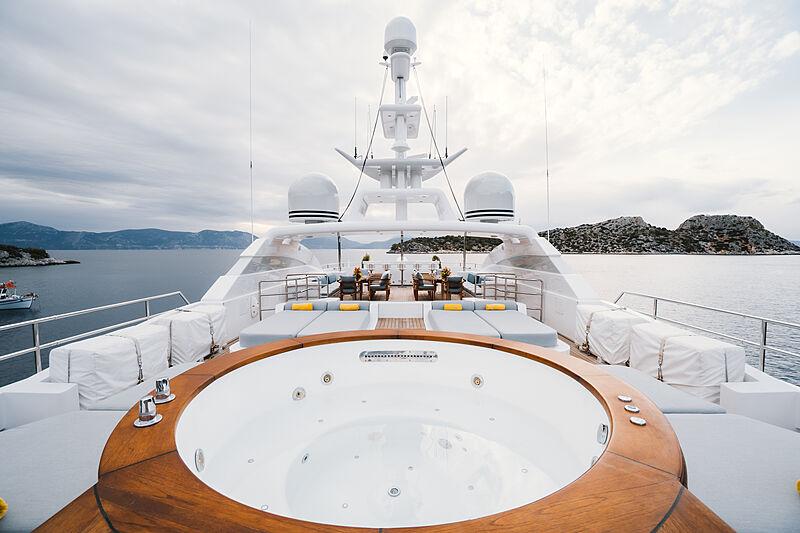 O'Ceanos yacht jacuzzi