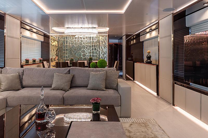 Manikim yacht saloon