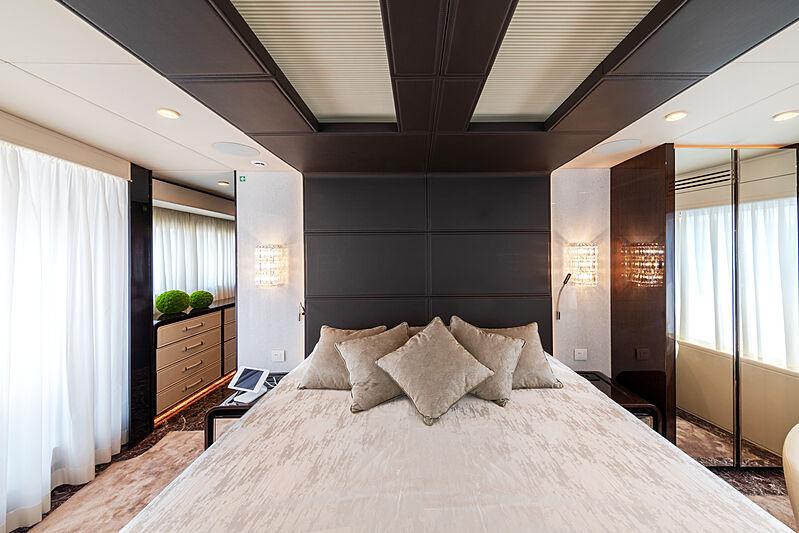 Manikim yacht owner's stateroom