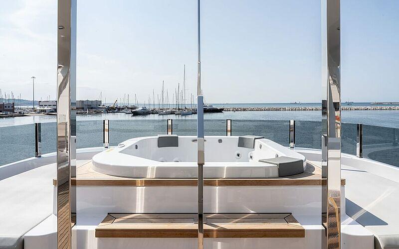 Adelia yacht jacuzzi