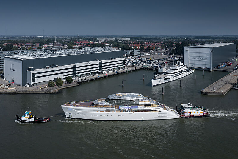 Feadship 822 hull yacht in transit