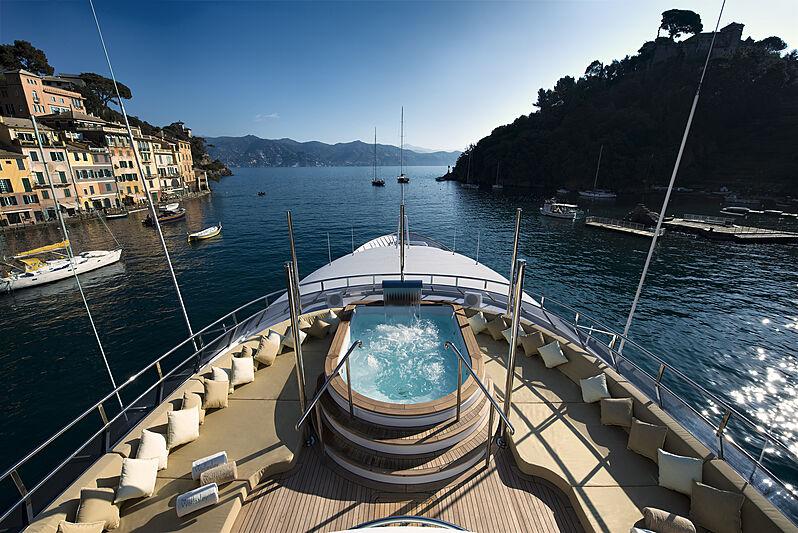 The Wellesley yacht jacuzzi