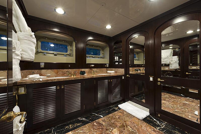 The Wellesley yacht bathroom