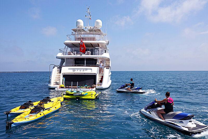 Dyna R yacht with toys