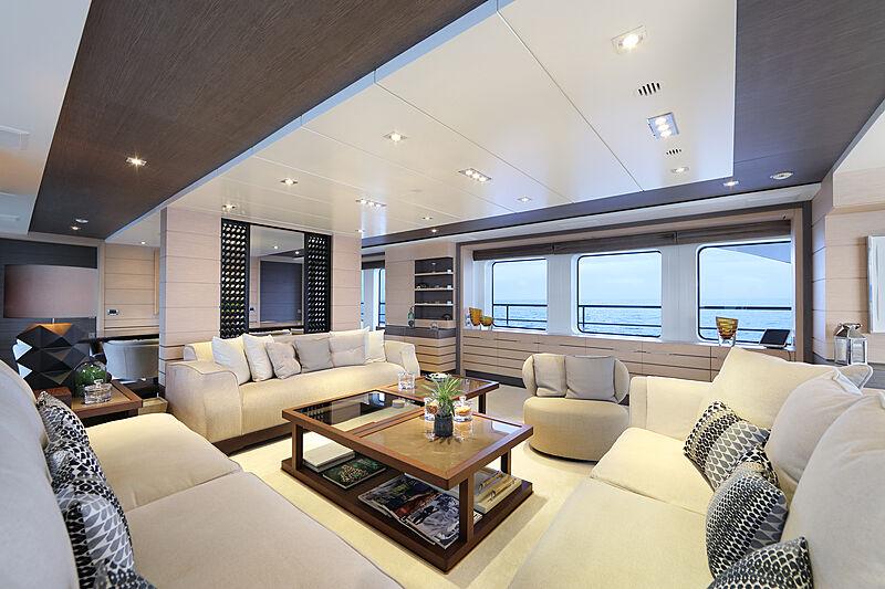 Dyna R yacht main saloon