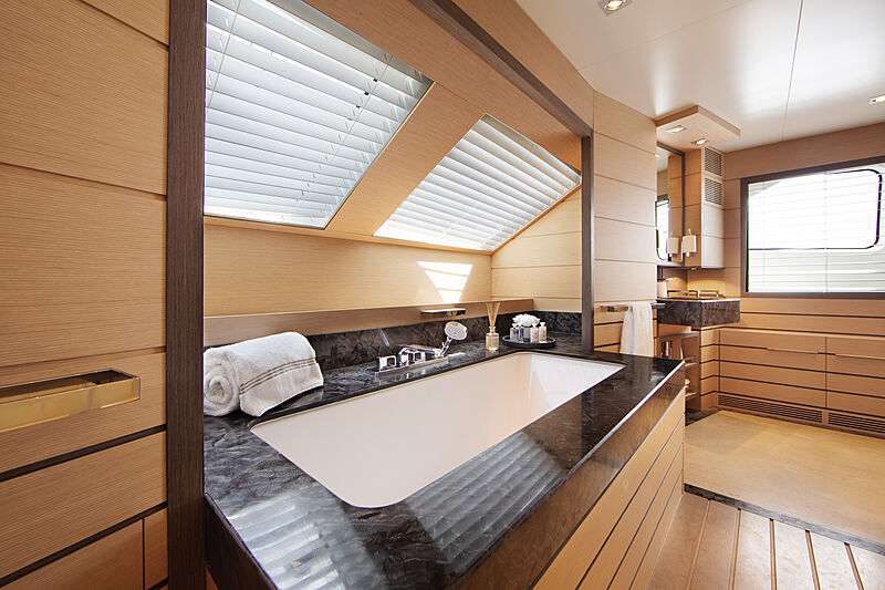 Dyna R yacht master bathroom