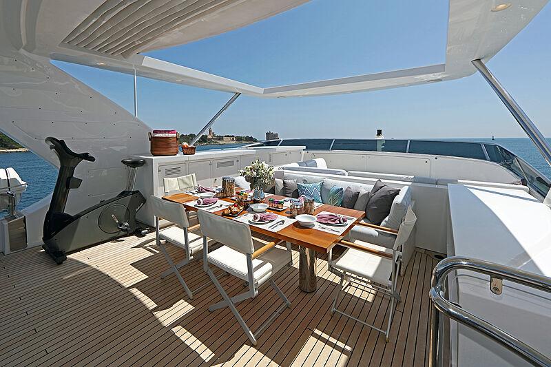 Dyna R yacht sun deck dining