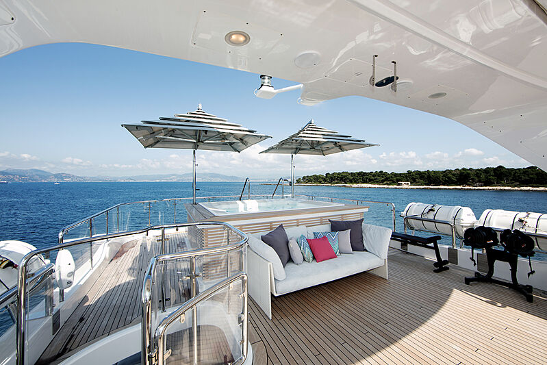Dyna R yacht sun deck