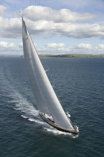 Imagine D yacht cruising