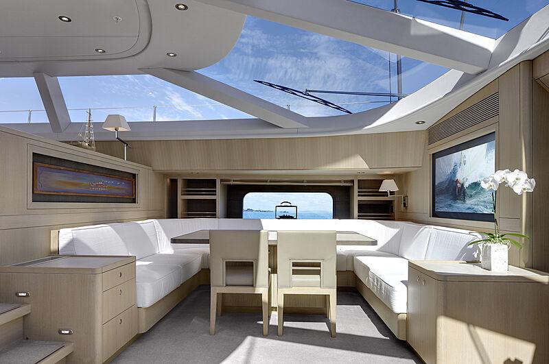 Imagine D yacht dining