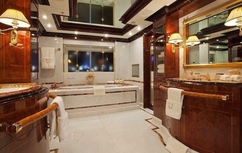 Ulysses owner's bathroom