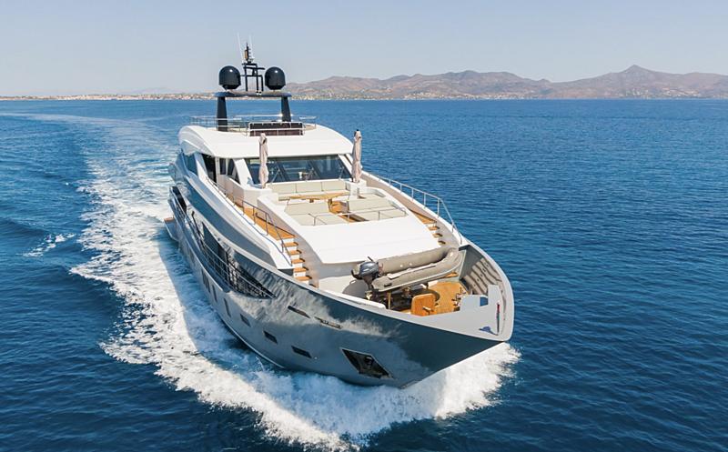 Leonidas yacht cruising