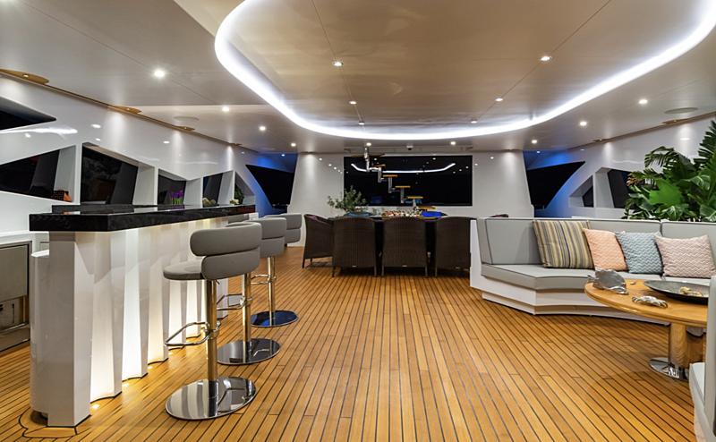Leonidas yacht bar
