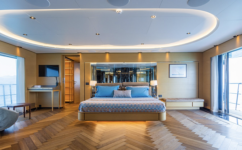Leonidas yacht stateroom