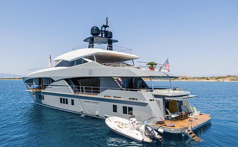 Leonidas yacht anchored