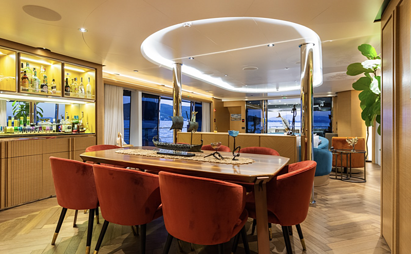 Leonidas yacht dining