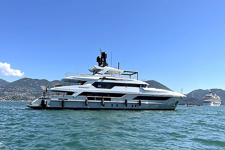 Lion yacht anchored