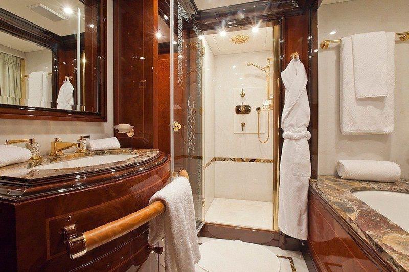 Ulysses guests's bathroom