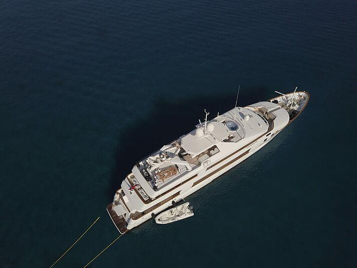 Tacanuya yacht anchored