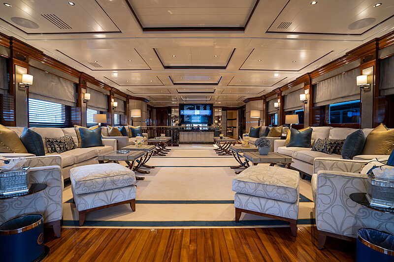 Tacanuya yacht saloon