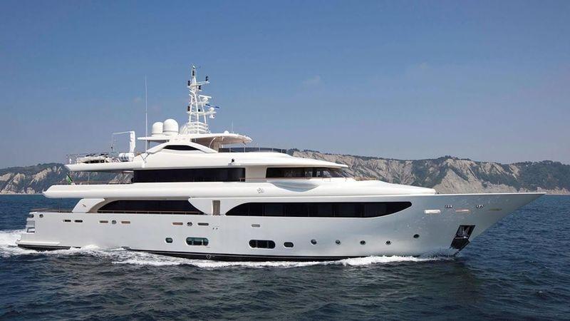 43m CRN superyacht Lady Genyr