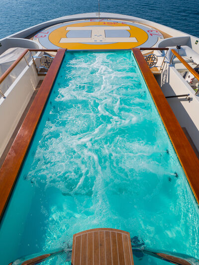 Elements yacht pool
