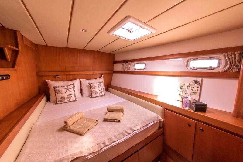 Lonestar yacht stateroom