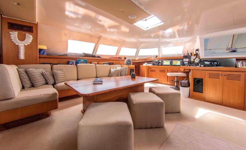 Lonestar yacht saloon