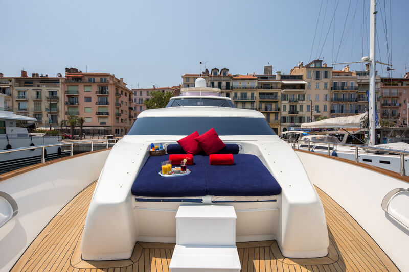 Indulgence of Poole yacht foredeck