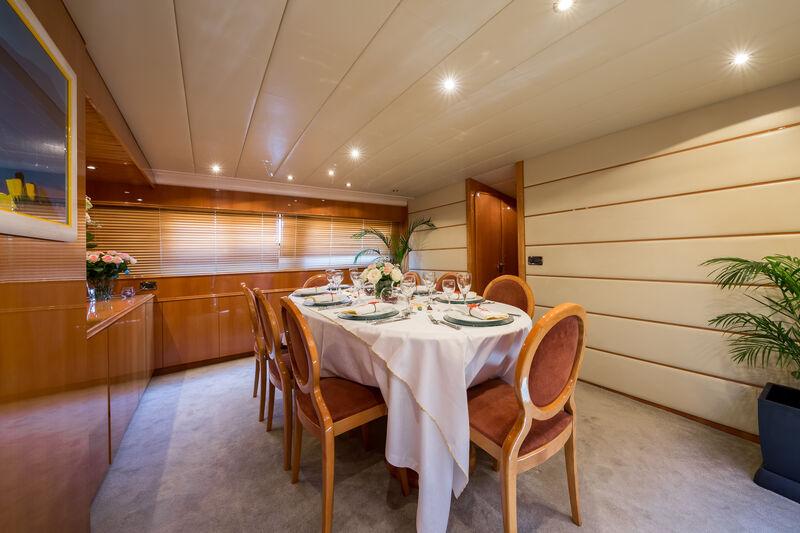 Indulgence of Poole yacht dining