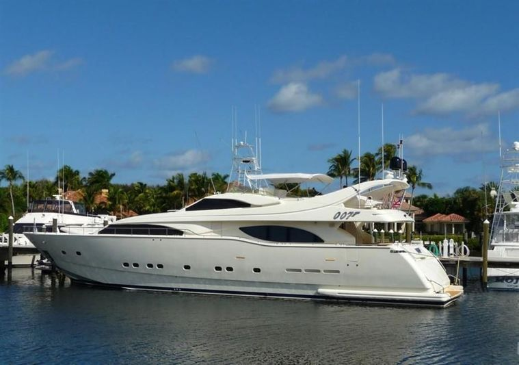 007 yacht Custom Line