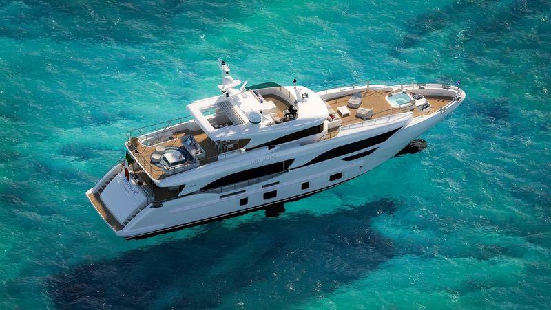 Benetti Delfino 95 exterior design