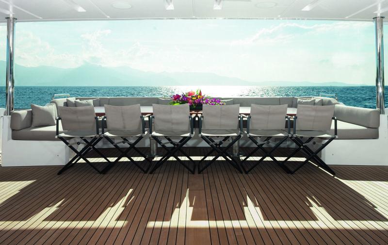 Cheers 46 main deck