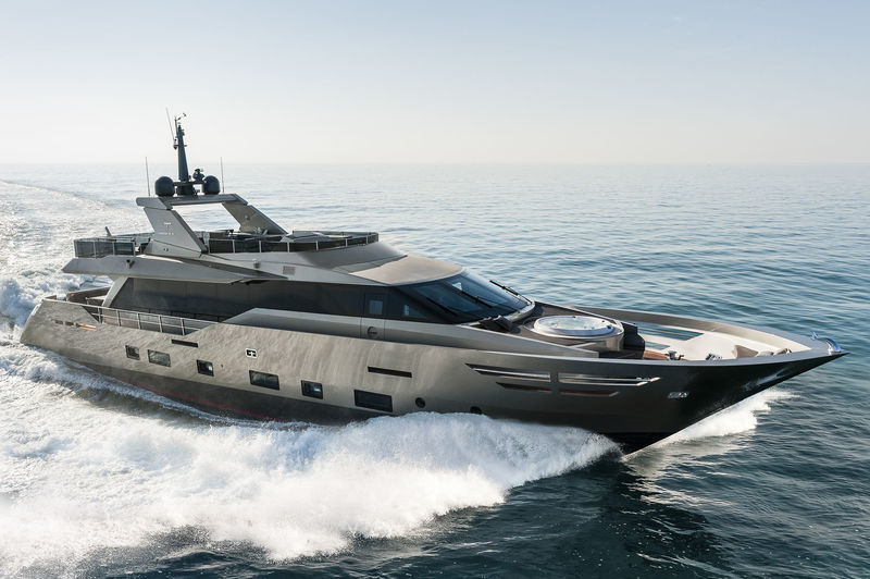 SHADOW yacht Tecnomar