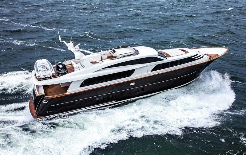 MR. MAVERICK yacht Van der Valk