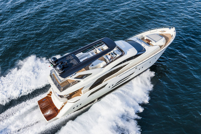 DOLLY yacht Dominator Yachts