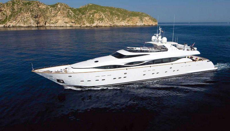 WHITE KNIGHT yacht Maiora