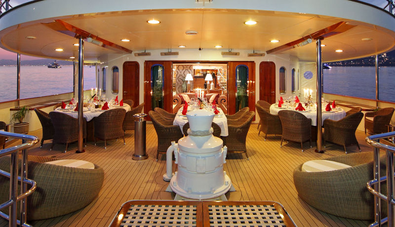 Sherakhan deck and dining
