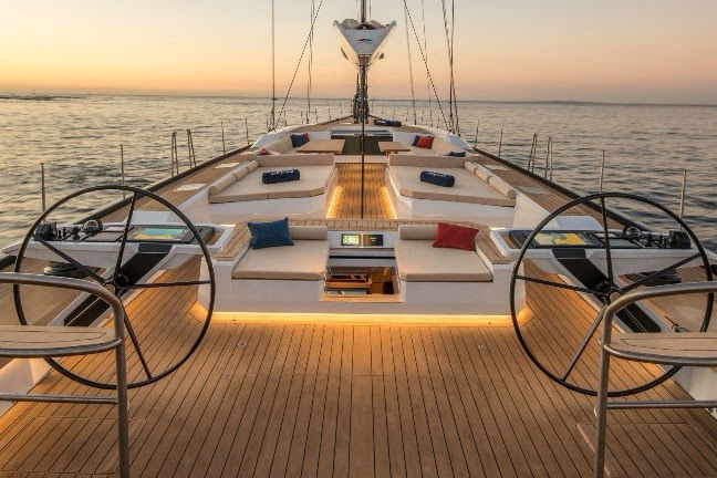 Sailing yacht Satisfaction foredeck