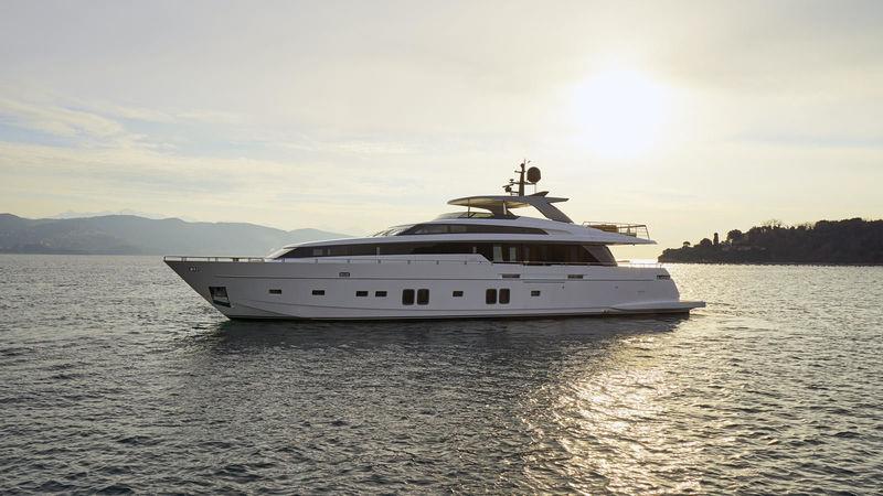 Sanlorenzo SL104 Mamay anchored