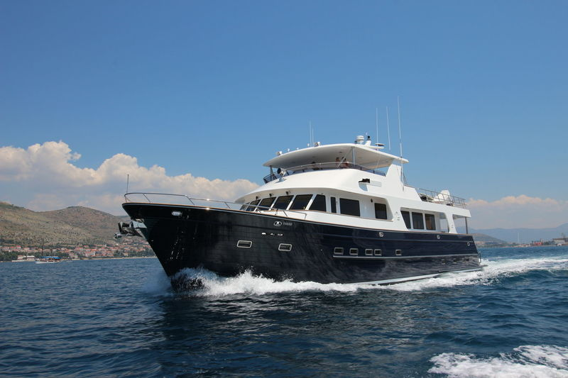 VANATU yacht Outer Reef Yachts