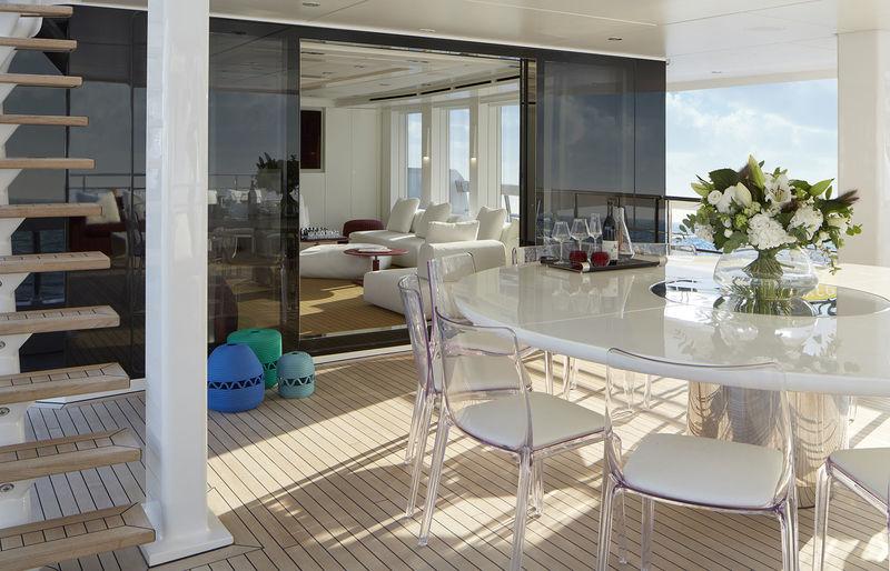 Heesen 50M Home upper aft deck