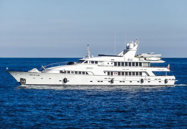 Amorazur II arriving in Antibes