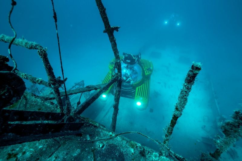 Triton submarine exploring wreck