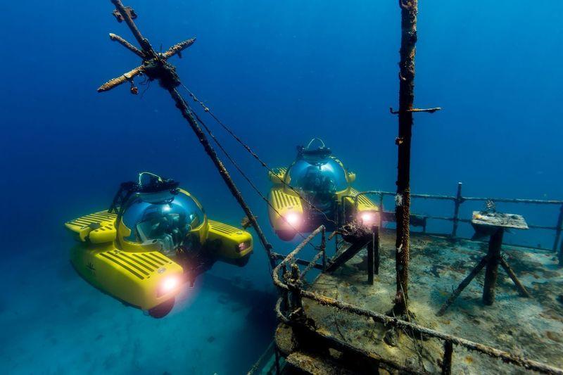 Triton submarines exploring wreck