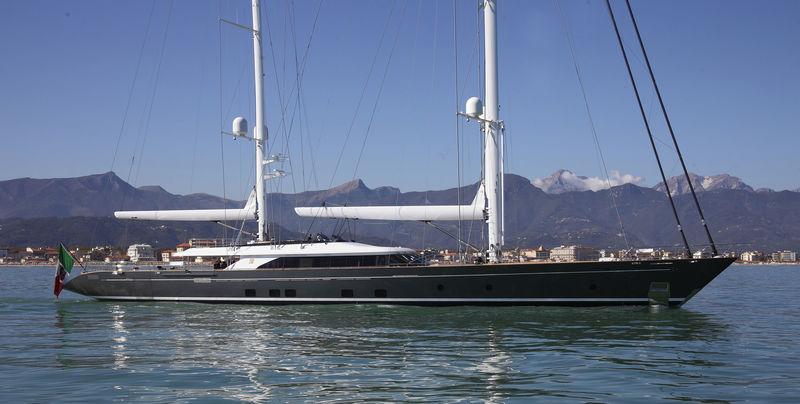 SEVEN yacht Perini Navi