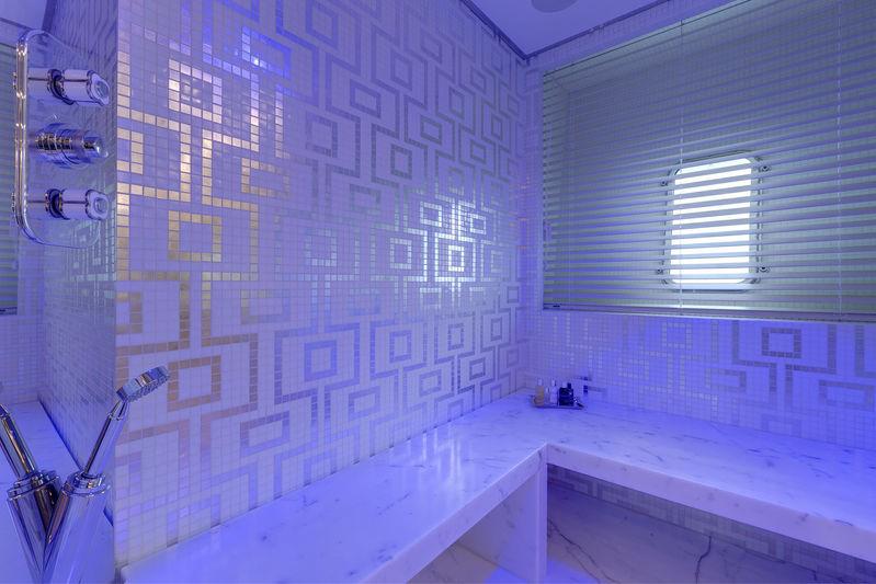 Moonraker master's bathroom