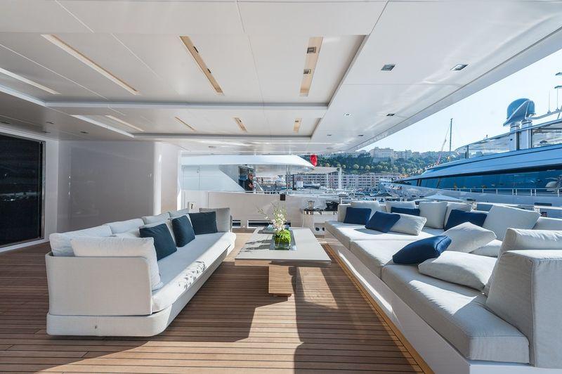 Aft deck seating Entourage