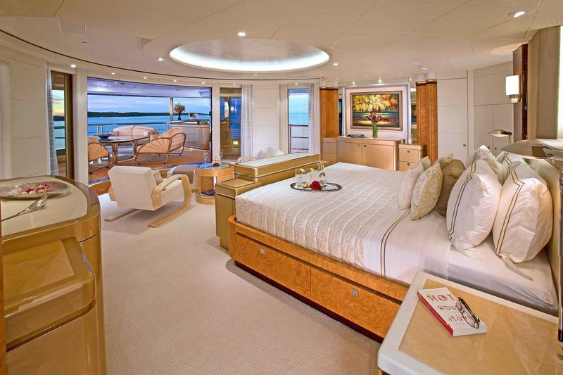 Sycara V owner's cabin